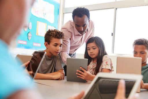 Cinco dicas para pensar sobre o processo de ensino e aprendizagem pela tecnologia