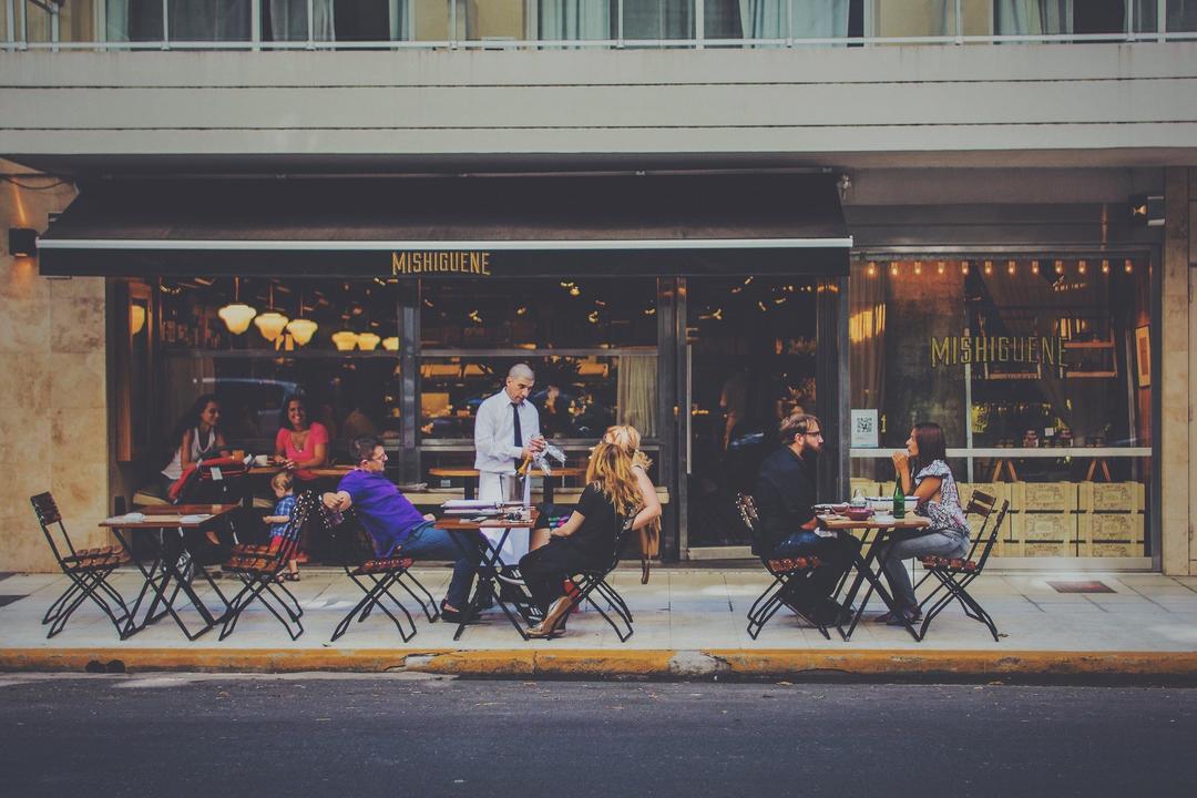 Os bares já podem voltar ao funcionamento normal?