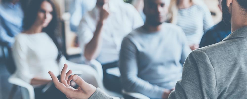 Qual a importância dos seminários e convenções para uma startup?