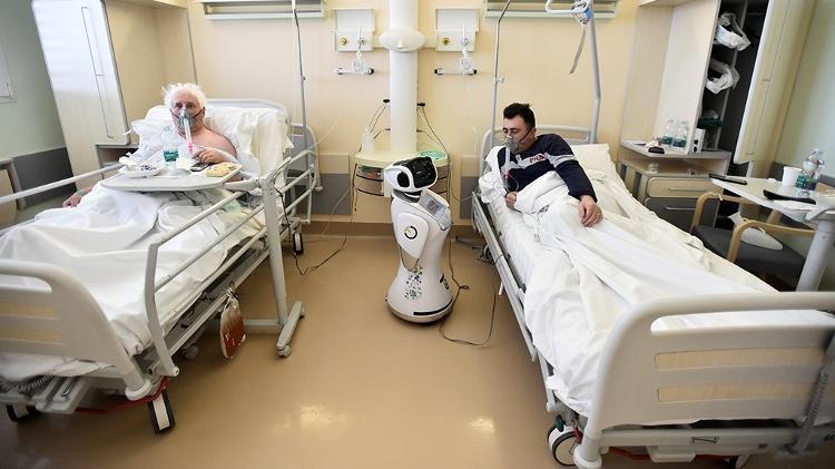 Robôs ajudam no combate e prevenção contra o coronavírus em hospitais chineses.