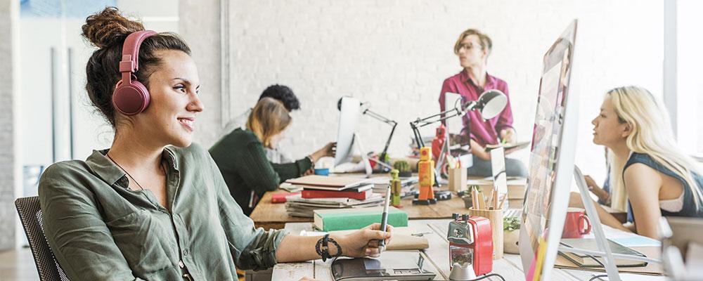 Ouvir música no trabalho atrapalha a produtividade?