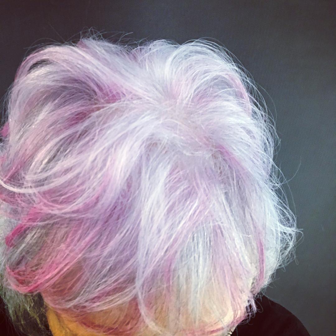 Vamos conhecer o sobre o cabelo branco?