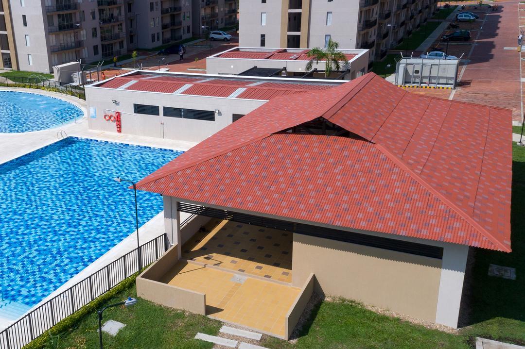 Telhas de barro vs telhas termoacústicas: conheça as vantagens e desvantagens