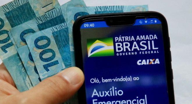 Governo federal institui o auxílio emergencial de R$ 300 até dezembro