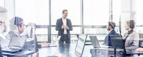 Como um consultor pode ajudar uma pequena empresa?