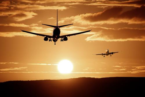 Aviões conectados: Saiba como a tecnologia está revolucionando a aviação
