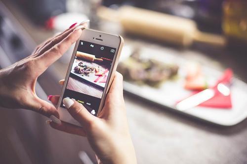 Se você não tem como tirar fotos profissionais dos seus produtos, ainda pode ter sucesso nas redes sociais?