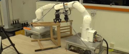 Robôs montadores de cadeira