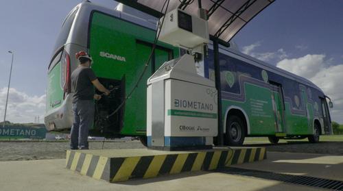 Ônibus movido a biometano é apresentado a passageiros de Foz do Iguaçu